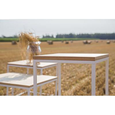 Aukštas šoninis staliukas...